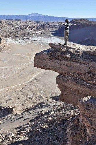 A Coyote-pont a Hold-völgye felett az Atacama-sivatagban