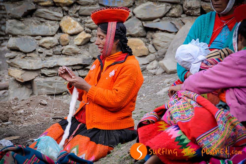 Quechua woman making clothes from wool