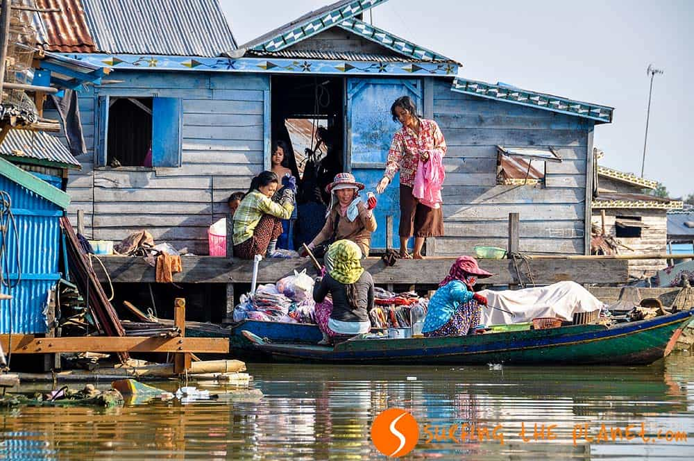 Ruhát árul Kompong Luong