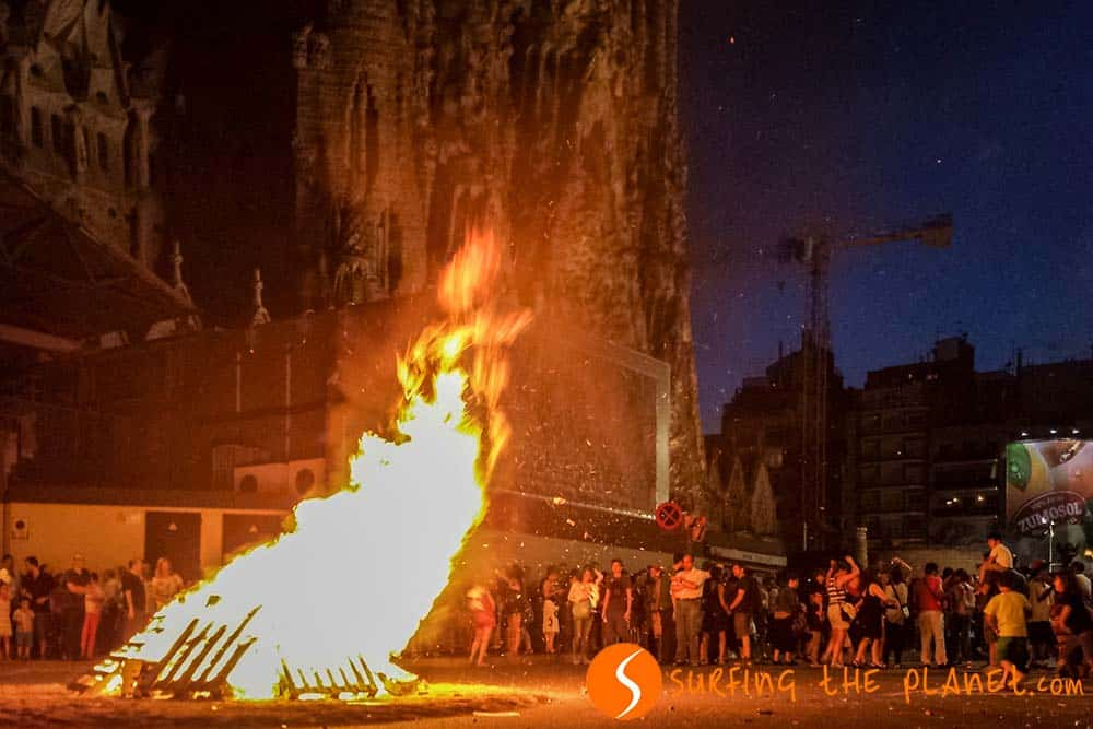 Big bonfire Sagrada Familia Sant Joan