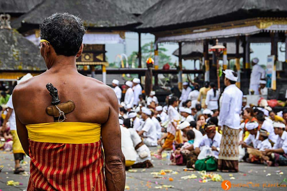 Bali temples - People praying in Pura Besakih