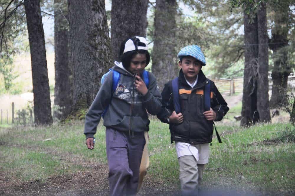 Niños Mapuche, La ruta de los 7 lagos, Argentina