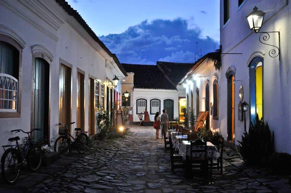 Luces de noche, centro histórico de Paraty, Brasil