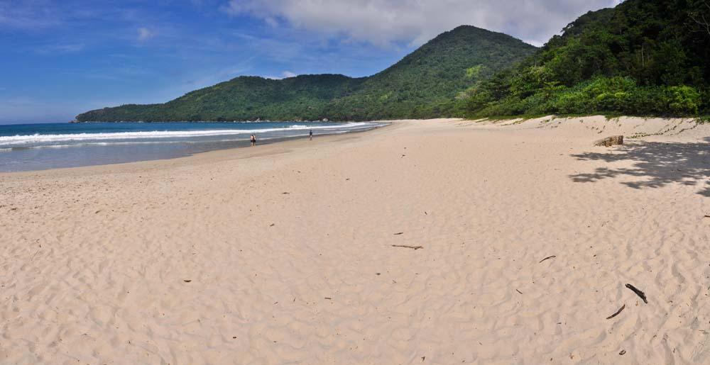 Playa sin gente, Trinidade cerca de Paraty, Brasil