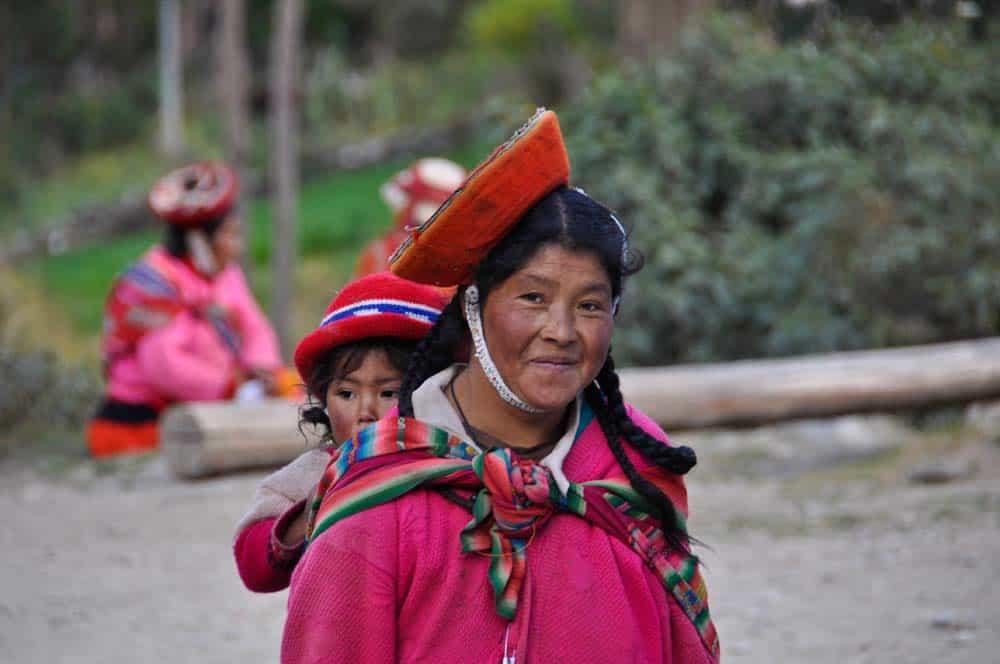 Népviseletes kecsua asszony