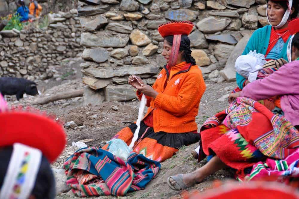 Dolgozó kecsua asszonyok
