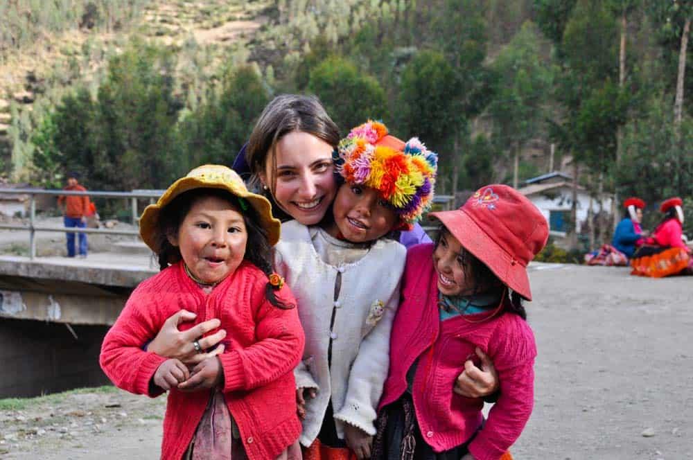 Kecsua gyerekek között Huillocban