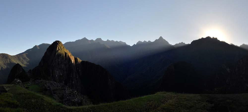 Primo raggio di sole nel Machu Picchu