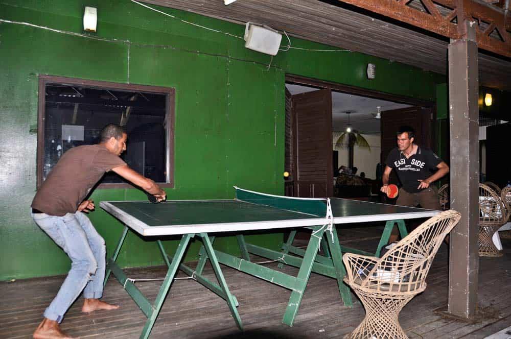 Giocando a Ping Pong nelle isole Figi