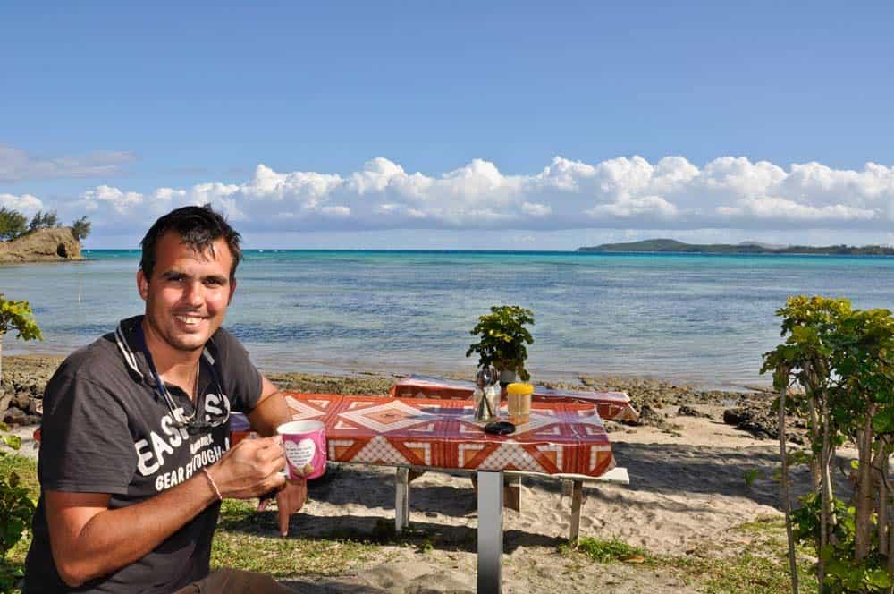 Caffé sulla spiaggia nell'isola Nacula | Viaggiare a Figi