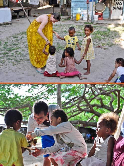 Giocando con i bambini bell'isola di Mana alle figi
