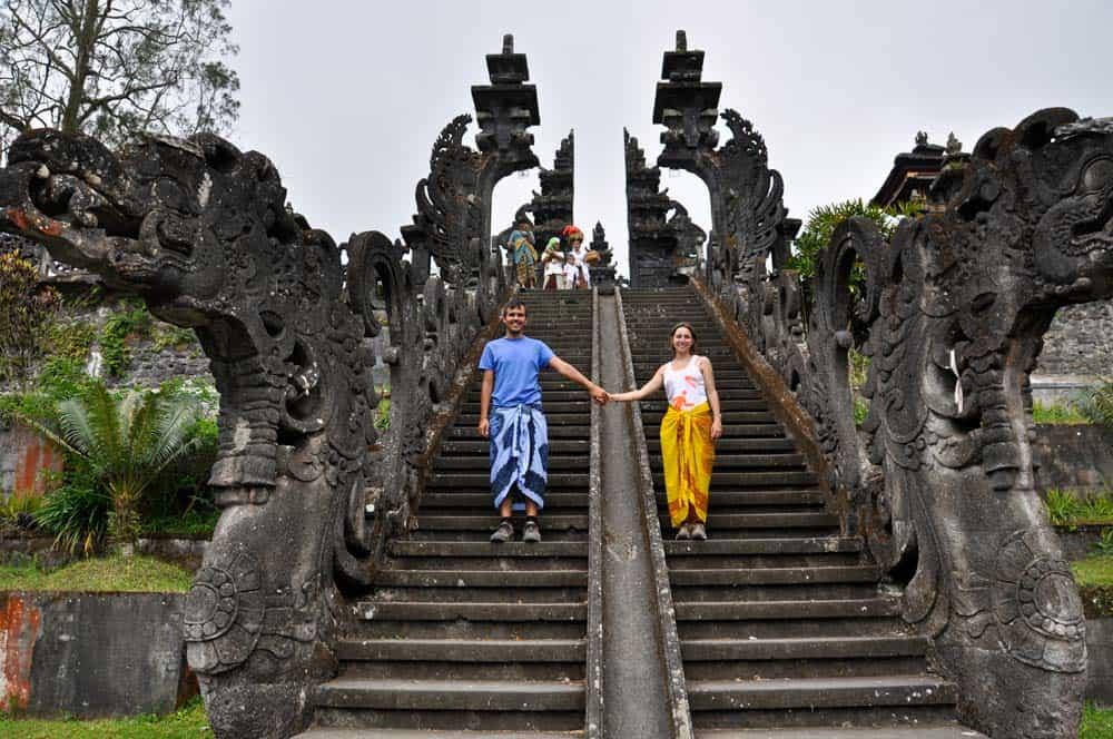 Scalinata nel tempio di Pura Besakih vicino a Padang Bai a Bali | Viaggio Indonesia