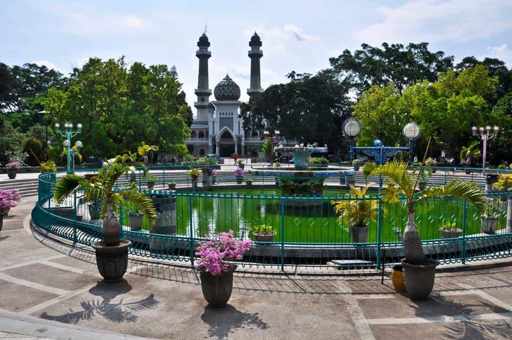 Plaza con flores, Malang, Indonesia