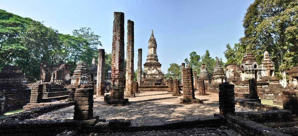 Templos de Si Satchanali en el parque histórico de Si Satchanalai
