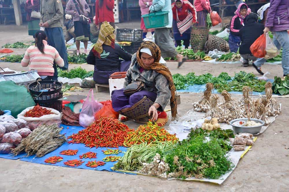 Mercato matinale a Muang Sing in Laos