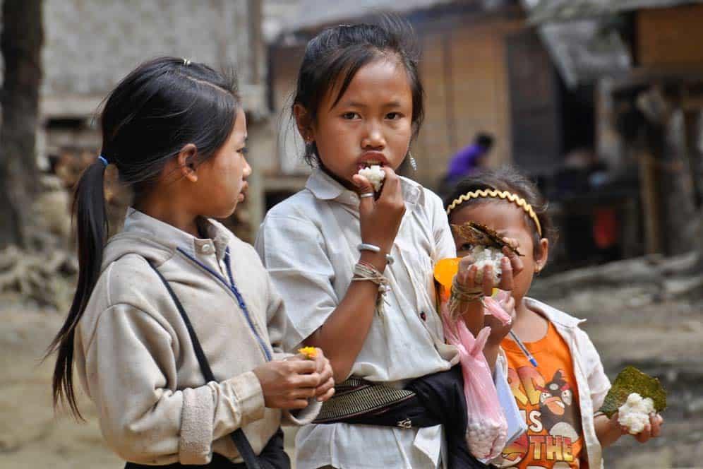 Bambini nel villaggio di Huey Sen