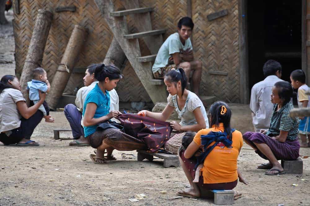 Vita nel villaggio di Huey Sen in Laos