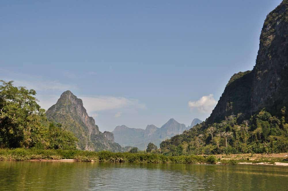 Fiume Nam Ou River dalla barca