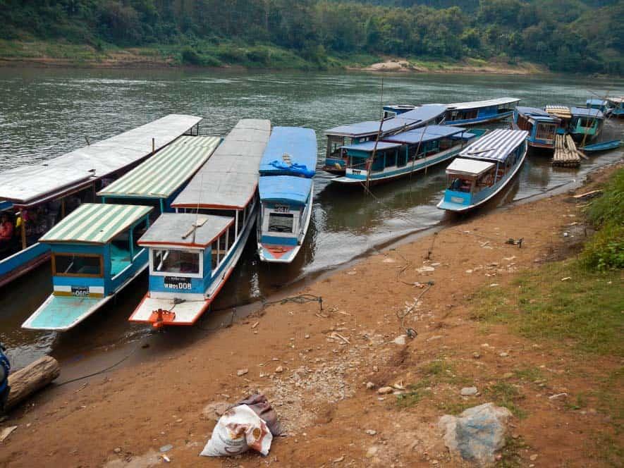 Porto di Nong Khiaw con barche per l'attraversata fino a Liuang Prabang