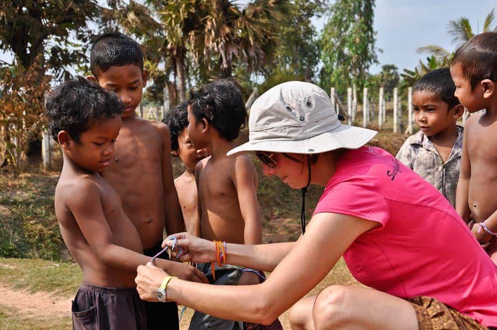 Niños en la campaña, cerca de Roluos, Camboya