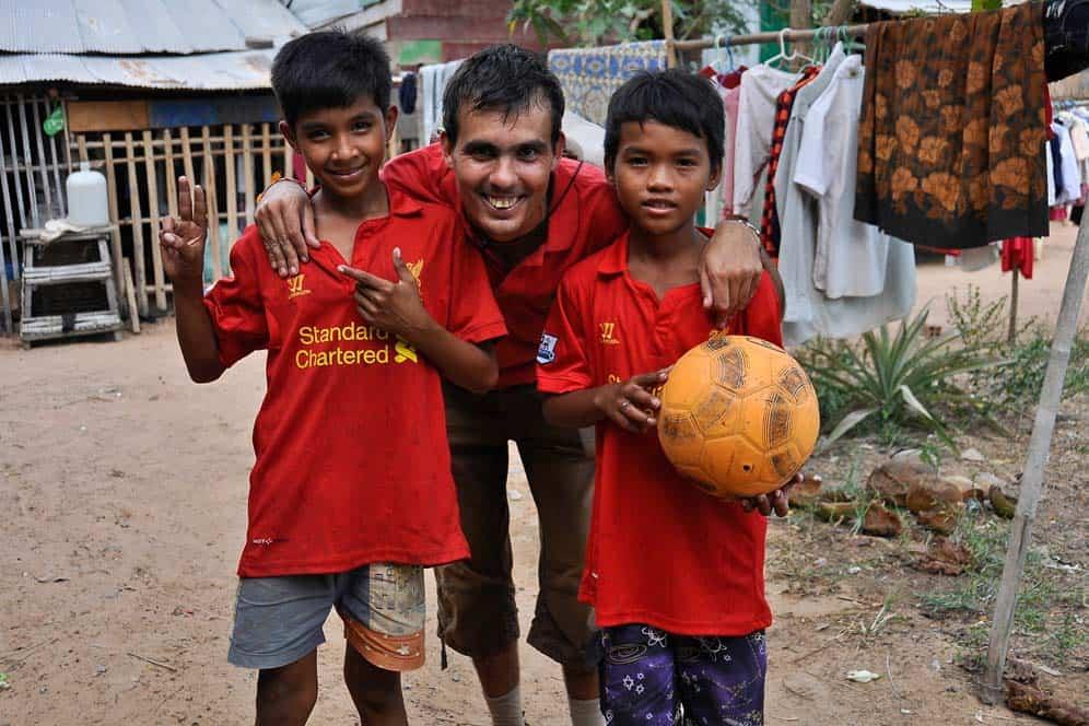 Futbol con niños, orfanato cerca de Siem Reap, Camboya