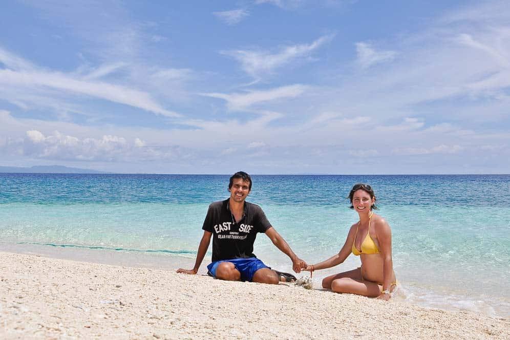 En solitario en la playa, isla de Kalanggaman, Las Filipinas
