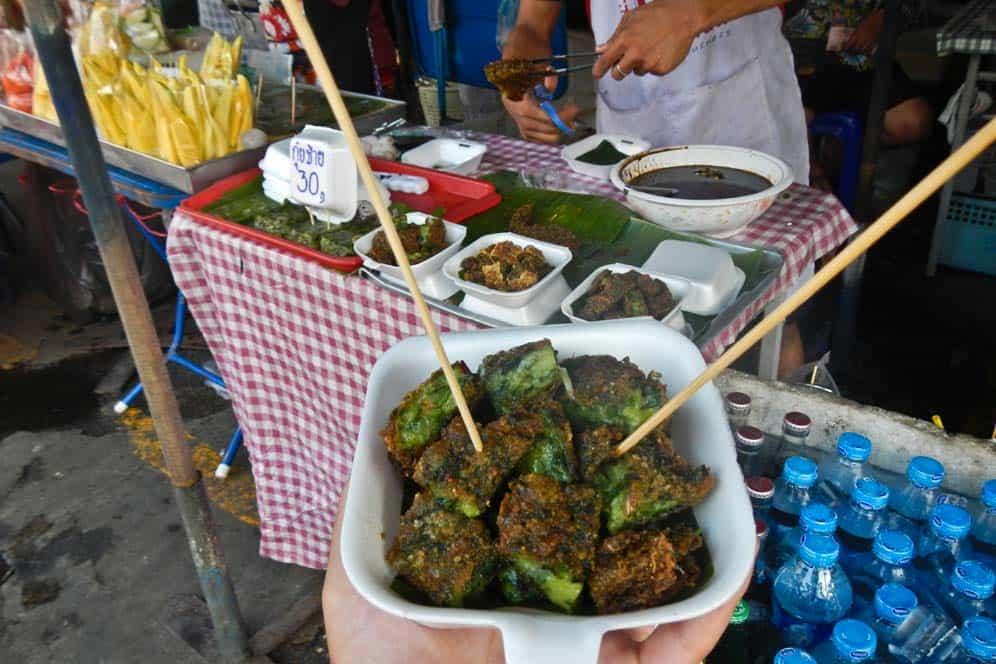 comida de mercado en el Mercado Chatuchak Bangkok