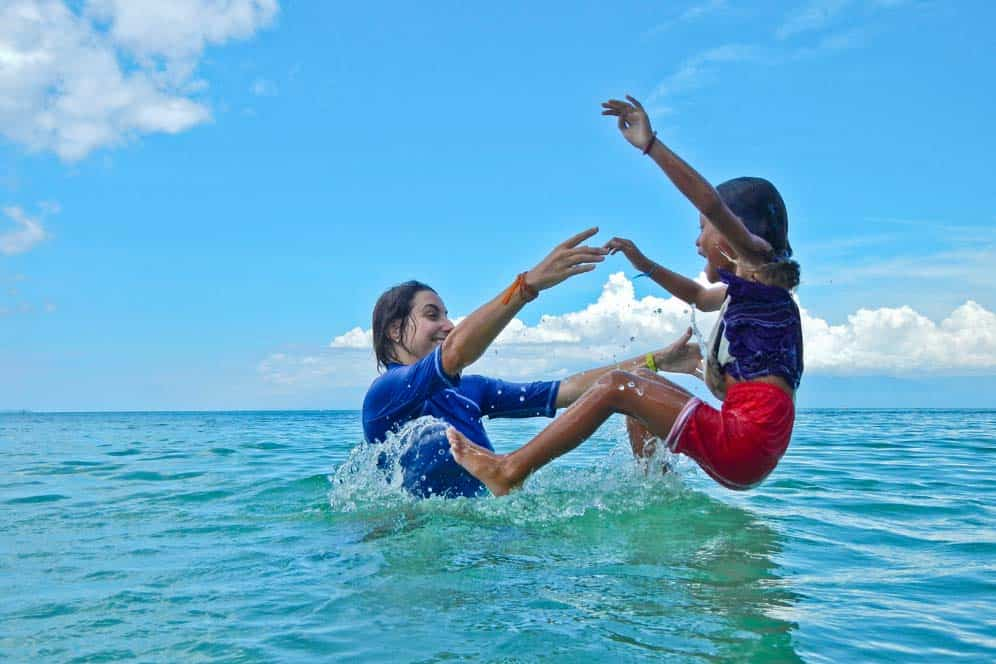 Giocando in acqua isola di Suquijor | Viaggio Filippine