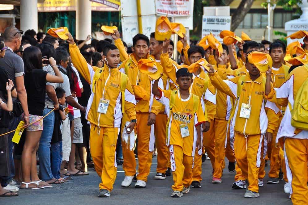 Ragazzi alla Festa Tradizionale Palarong Prambansa a Dumaguete| Viaggio Filippine
