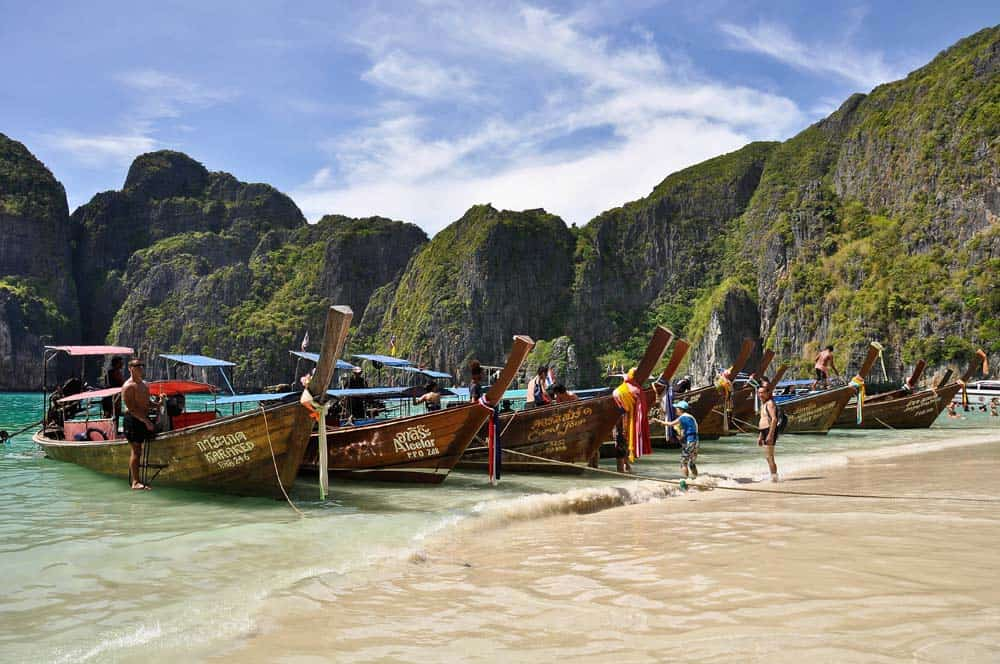 Barcos en Maya Beach, Phi Phi Leh, Tailandia