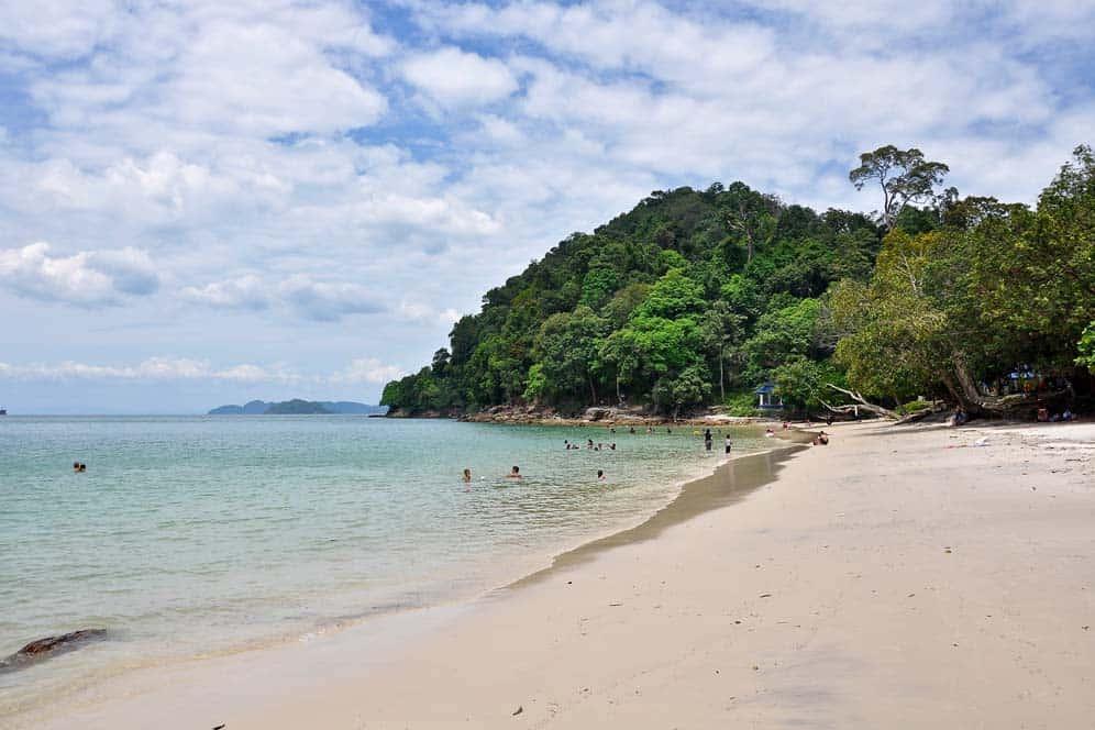 Spiaggia Pantai Pasir Tengorak a Lagkawi | Viaggio in Malesia