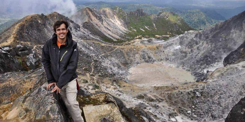 Sul cratere del vulcano Gunung Sibayak a Berastagi | Viaggio Indonesia