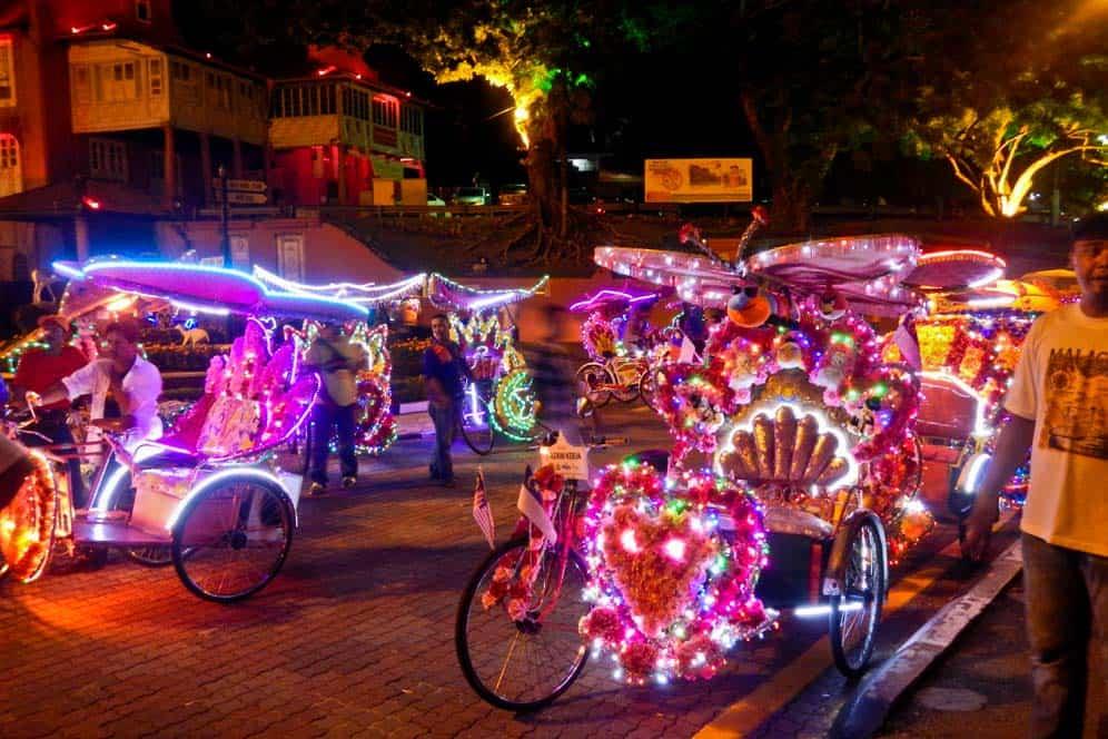 Rickshaw colorato e musicale nella città di Malacca | Viaggio in Malesia