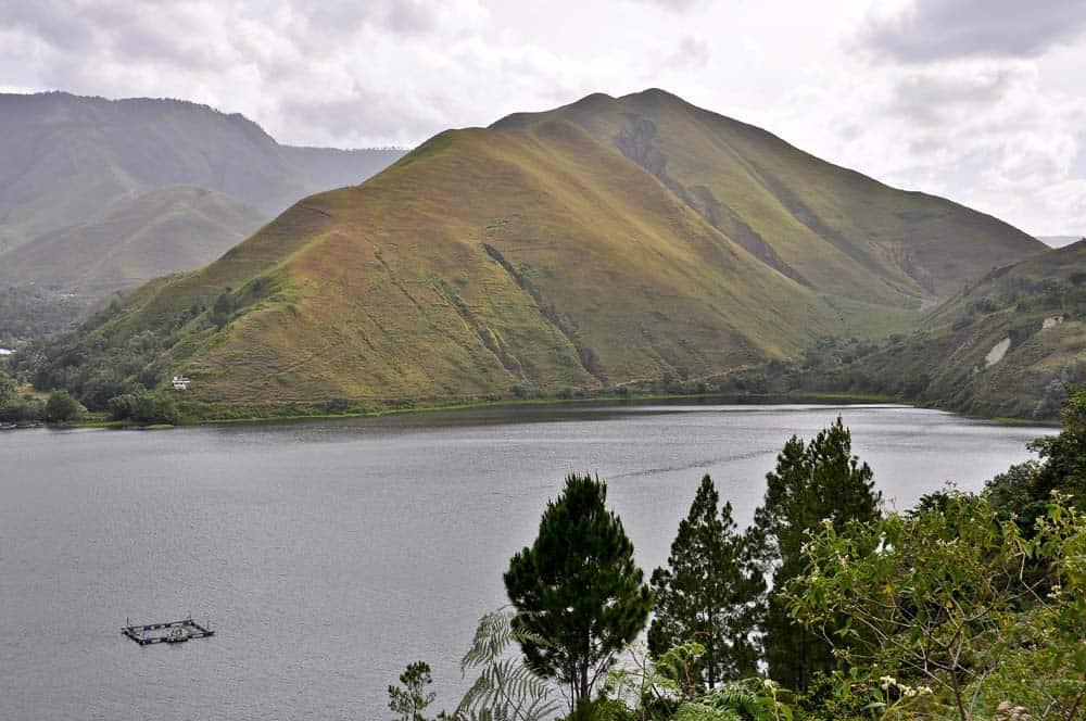 Lago Toba dall'alto nell'isola di Sumatra | Viaggio Indonesia