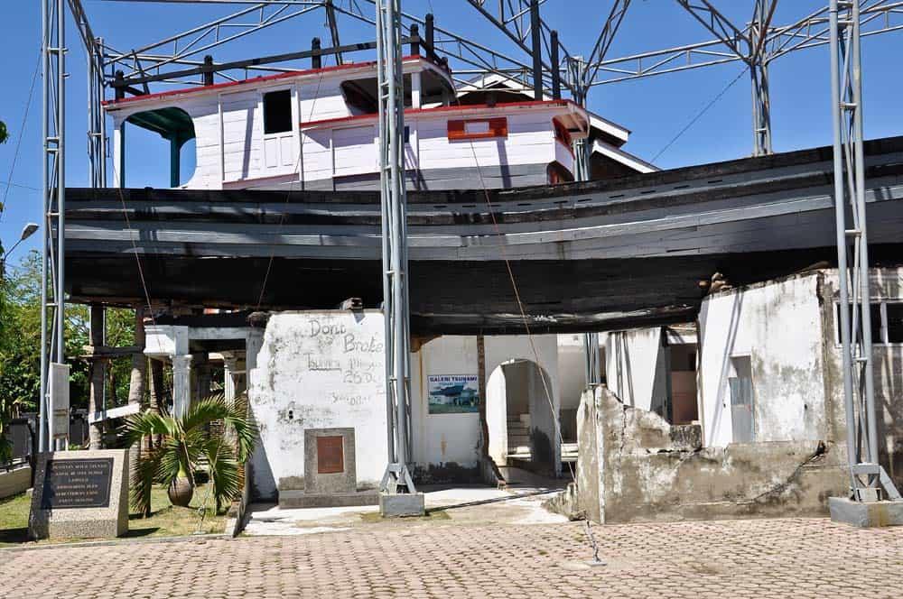 Barca sopra una casa a Banda Aceh | Viaggio Indonesia