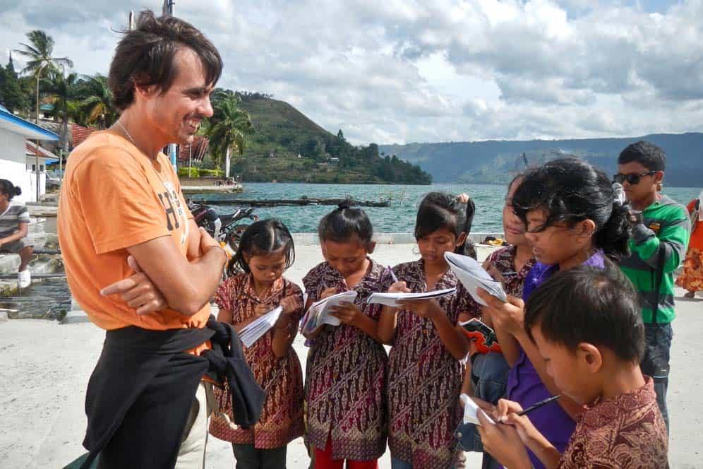 Incontro con i bambini nei pressi del Lago Toba | Viaggio Indonesia