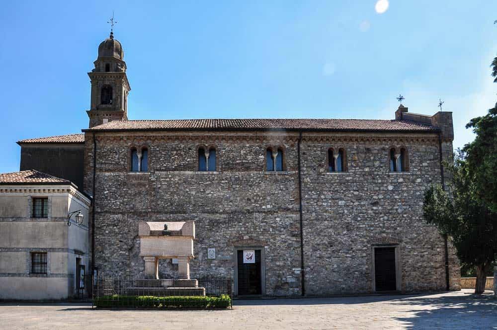 Piazza Aquá Petrarca
