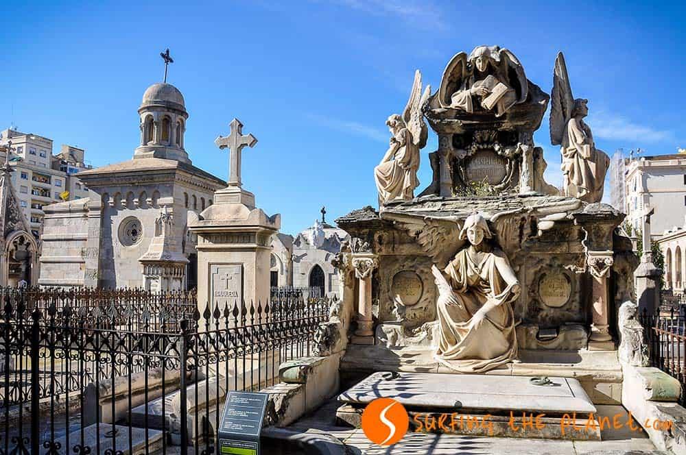 Monumentos en el cementerio Poblenou