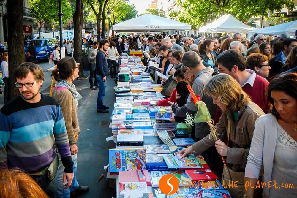 Vendita libri in Rambla Catalunya per San Giorgio