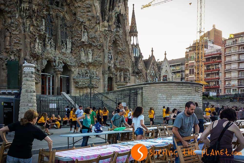 Preparando la fiesta de Sant Joan en la Sagrada Familia