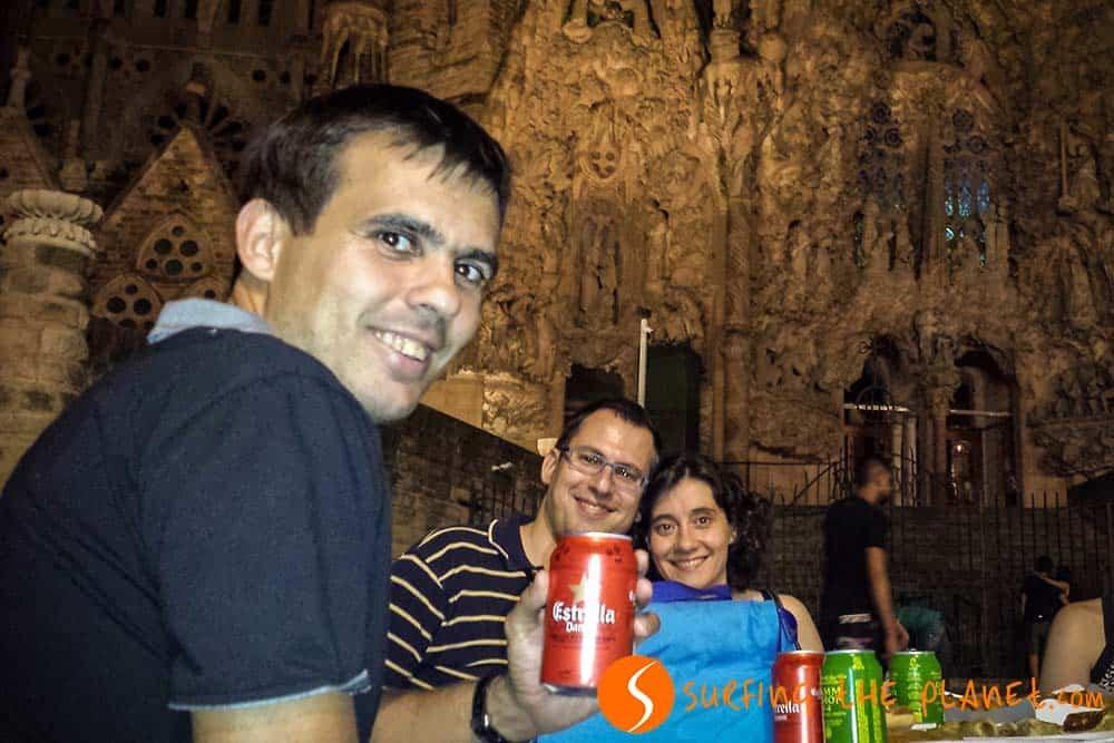 Cenando delante la Sagrada Familia