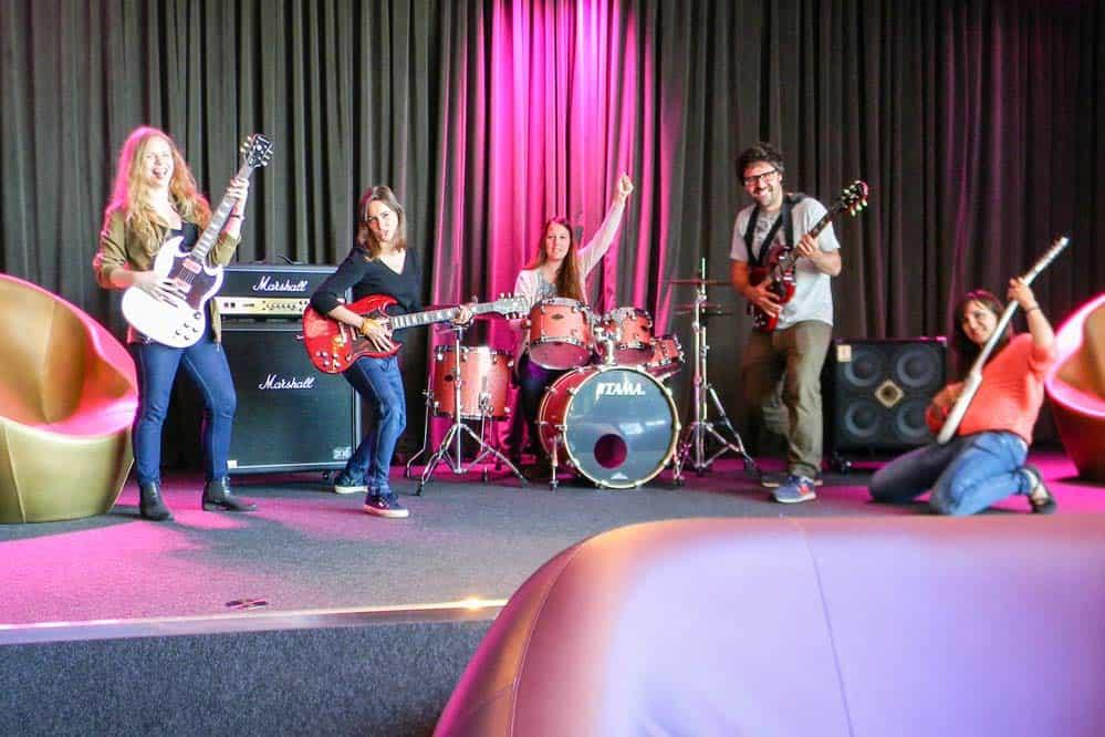 Tocando en el escenario Nhow Berlin