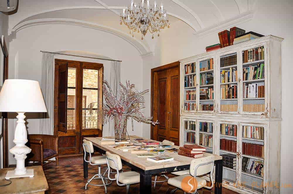 Biblioteca hotel Cluc Begur