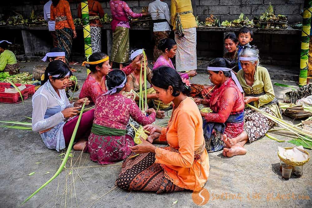 Preparativi festa della luna Bali Indonesia