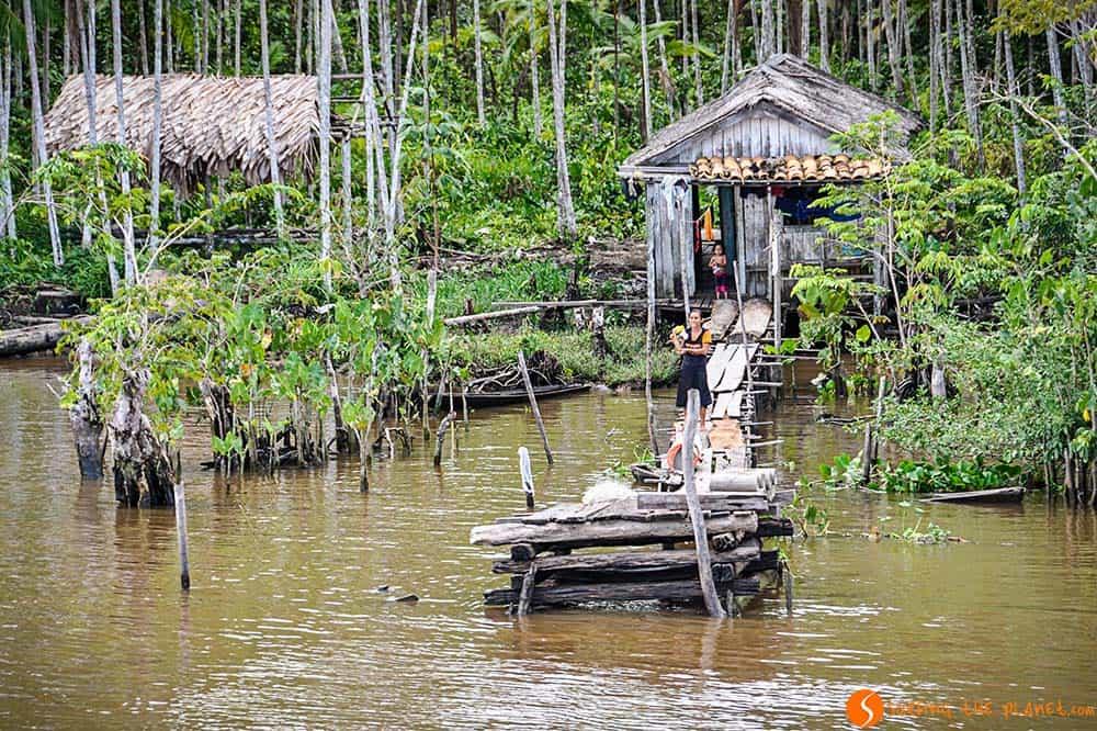 CCasa inundada en el Amazonas