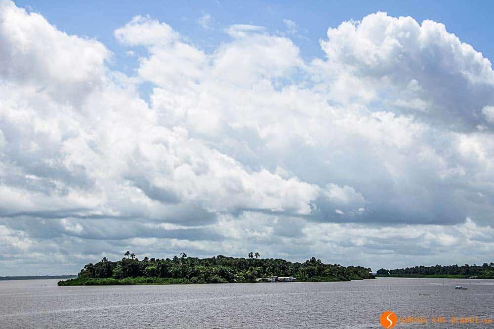 Una isla en el Amazonas