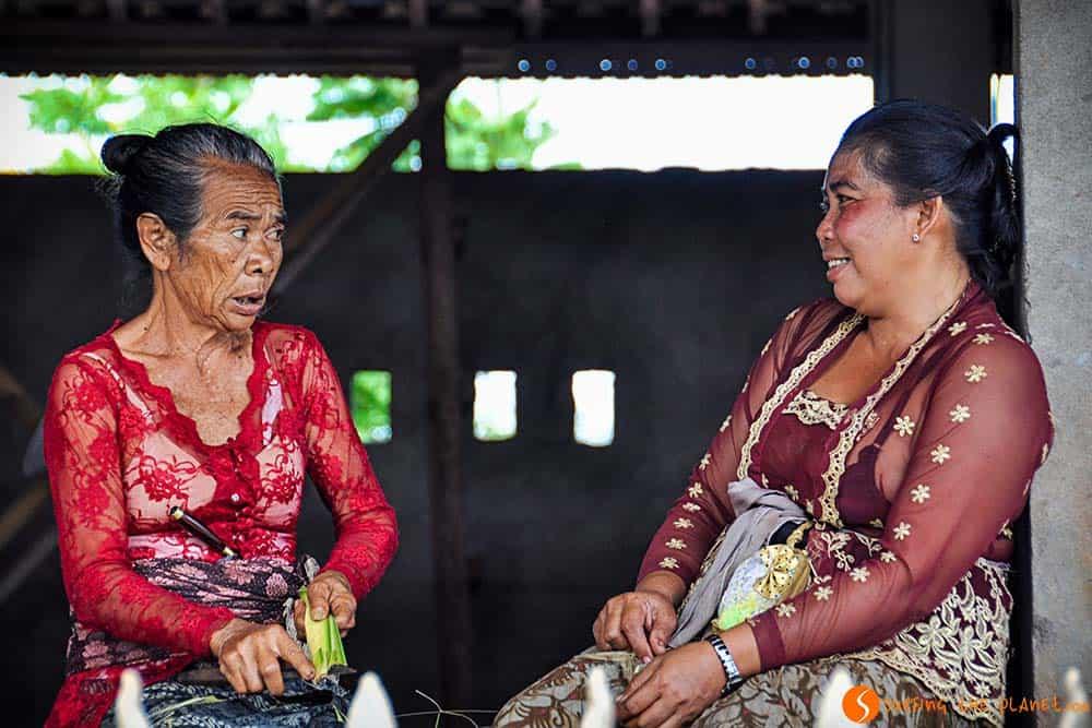 Mujeres charlando en Ubud Bali