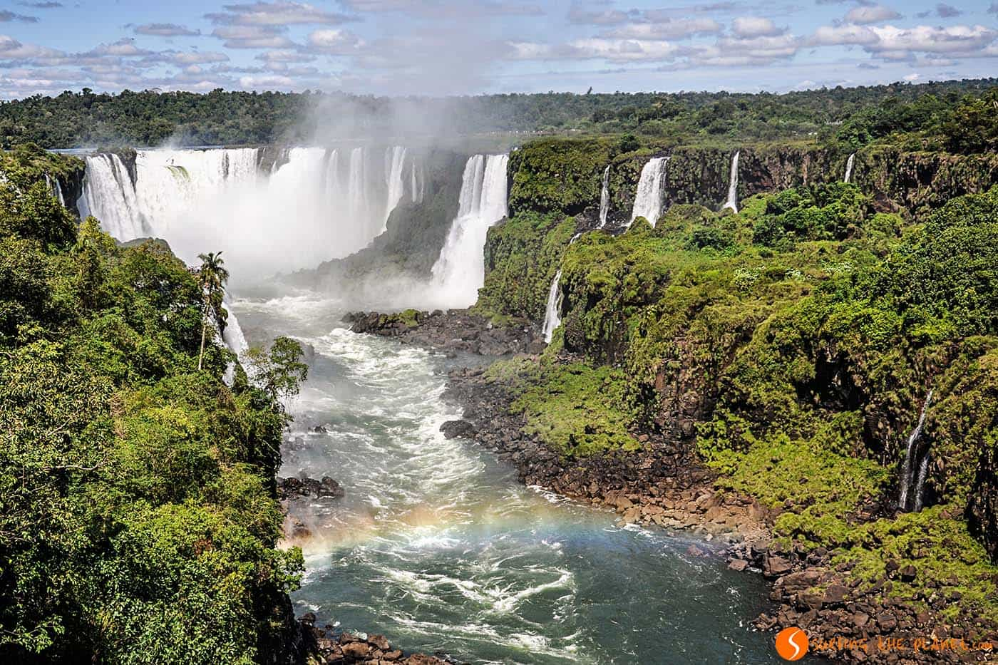 Arcobaleno nelle cascate di iguazù
