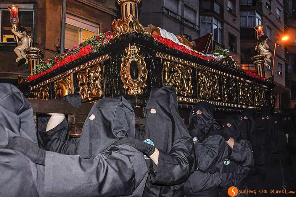 Tradiciones de Semana Santa en Barcelona procesión