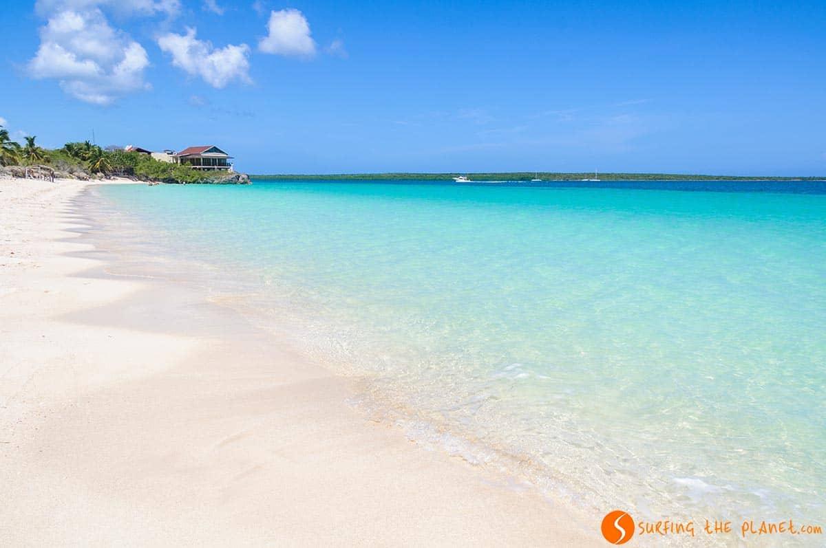 Playa arena blanca en Cayo las Brujas. Viaje a Cuba